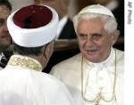 medium_ap_pope_turkey_mosque_195_eng_30nov06.jpg