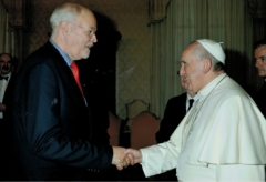 shahbaz-bhatti-freedom-award-to-pope-francis1.jpg