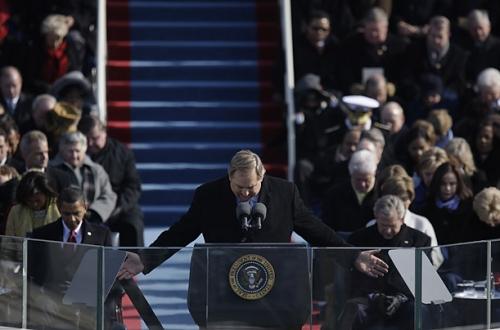 Rick Warren praying.jpg